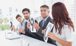 Commercieel team die classificaties verspreiden Royalty-vrije Stock Afbeeldingen