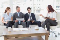 Commercieel team die het werknota's bespreken Royalty-vrije Stock Foto's