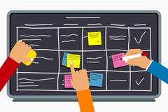 Commercieel team die samen met de planning van raad werken Handen die op kleverige nota's over taakraad schrijven met lijstregeli stock illustratie