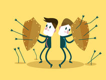 Commercieel Team die schilden voor de aanval van zelf-defensiepijlen gebruiken Bedrijfsrisicodragende belegging en groepswerkconc Stock Afbeeldingen