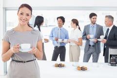 Commercieel team die van hun lunch genieten Stock Afbeelding