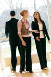 Commercieel team in een bureaugebouw Royalty-vrije Stock Foto