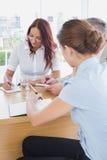 Commercieel team in een vergadering Stock Foto