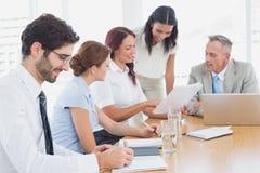 Commercieel team in een vergadering Stock Foto's