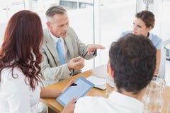 Commercieel team in een vergadering Royalty-vrije Stock Afbeeldingen