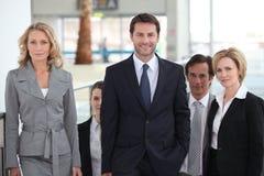 Commercieel team in luchthaven