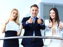 Commercieel team met de duimen Royalty-vrije Stock Afbeelding