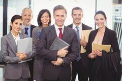Commercieel team met document en organisator stock afbeelding