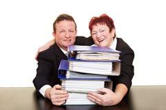 Commercieel team met stapel dossiers Stock Fotografie
