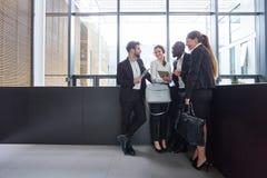 Commercieel team op een vergadering in het bureau royalty-vrije stock afbeelding