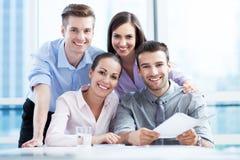 Commercieel team op het kantoor Stock Foto's