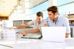 Commercieel team op het werk stock fotografie