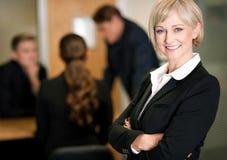 Commercieel team op het werk, manager in voorgrond Stock Foto's