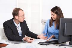 Commercieel team - problemen onder mannen en vrouw - misverstanden Royalty-vrije Stock Afbeelding