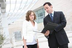 Commercieel van de man en van de Vrouw Team op Kantoor stock fotografie