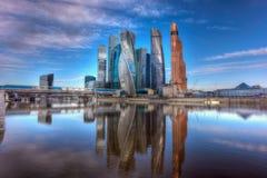 Commercieel van Moskou Internationaal Centrum en voetbrug Bagration Moskou, Rusland Stock Afbeelding