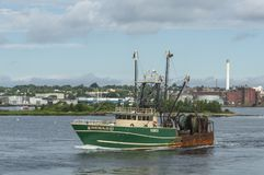 Commercieel vissersvaartuig Hera die II New Bedford verlaten Stock Foto's