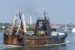 Commercieel vissersvaartuig Tremont in de binnenhaven van New Bedford Stock Fotografie