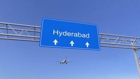 Commercieel vliegtuig die aan Hyderabad luchthaven aankomen Het reizen naar het conceptuele 3D teruggeven van India Stock Afbeeldingen
