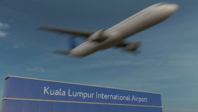 Commercieel vliegtuig die bij het 3D teruggeven van Kuala Lumpur International Airport Editorial opstijgen Royalty-vrije Stock Foto