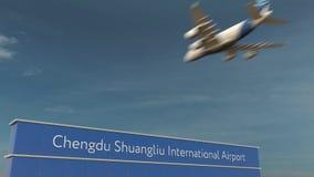 Commercieel vliegtuig die bij het Internationale de Luchthaven van Chengdu Shuangliu 3D teruggeven landen Stock Fotografie