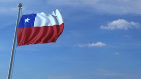 Commercieel vliegtuig die boven golvende vlag van Chili vliegen stock video