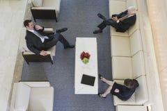 Commerciële van de hal vergadering met hogere manager. Royalty-vrije Stock Foto