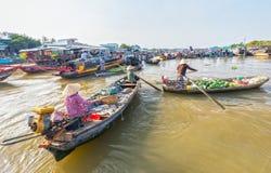 Commercio agricolo di sussistenze sul fiume Fotografia Stock