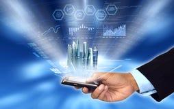 Commercio d'accesso & gestente dallo smartphone Fotografia Stock