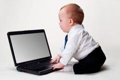 Commercio del bambino con il computer portatile in bianco Fotografie Stock Libere da Diritti