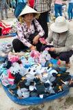 Commercio di strada dei calzini, Vietnam Fotografia Stock