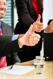Commercio - le persone di affari hanno riunione della squadra Immagini Stock