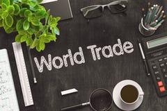 Commercio mondiale scritto a mano sulla lavagna nera rappresentazione 3d Fotografie Stock
