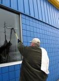 Commerical Fenster-Scheibe bei der Arbeit Stockbild
