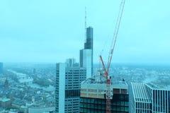 Commerzbank-Hauptsitze ragen in Frankfurt hoch stockfoto