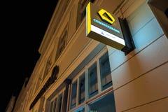Commerzbank ramifica en la noche imagen de archivo libre de regalías