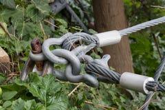 Commission de la protection avec les câbles en acier photos libres de droits