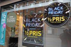 Commrcial firday nero nella vendita a ribasso della finestra 50% fotografia stock libera da diritti