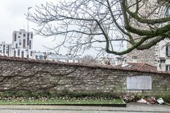 Communards Wall Mur des Federes met een herdenkingsplaque in het Frans aan de overleden van de Commune in Pere Lachaise Cemetery royalty-vrije stock foto's