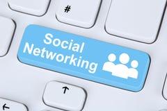 Communicat online di amicizia di Internet di media o della rete sociale Fotografia Stock