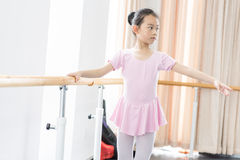 Communicate with-In the dance rehearsal room girl Royalty Free Stock Photos