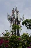 Communicatie antennes tegen blauwe hemel Royalty-vrije Stock Afbeelding