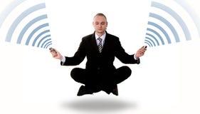Communicatie concept: levitatie ondergaande bedrijfsyoga Stock Afbeeldingen