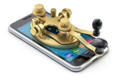 Communicatie concept met het apparaat van de morsecodetelegrafie op de mobiele telefoon Stock Afbeelding