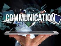 Communicatie die titel door apparaat zoals smartphone, tablet wordt omringd stock foto's