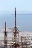 Communicatie torens, tegen het overzees Royalty-vrije Stock Foto