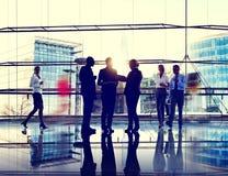 Communicatie van de bedrijfsmenseninteractie Collega's die weg werken Royalty-vrije Stock Afbeelding