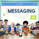 Communicatie van het overseinenpraatje Verbindings Online Concept Stock Fotografie