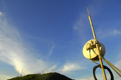 Communication antenna. On blue sky with generic vegetation Stock Photography