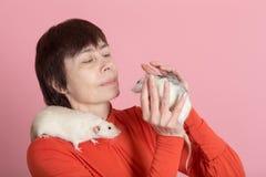 Communication avec des animaux familiers Photo libre de droits